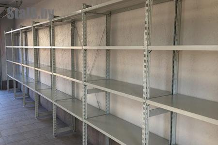 универсальный стеллаж и слесарный верстак в гараже 1